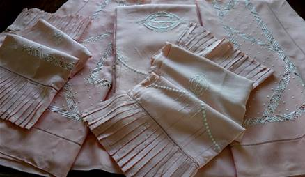 ENSEMBLE DE 2 DRAPS  - 2 TAIES - 1 DRAP dessous ... EN FIL DE LIN ROSE