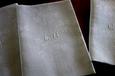 a2 - 4 SERVIETTES de TABLE - Monogrammes CB