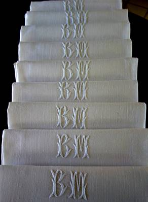 a - 9 SERVIETTES de TABLE - LIN - Monogrammes BM