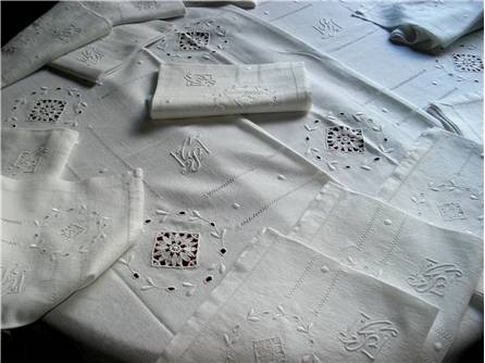 SERVICE de TABLE - NAPPE et ses SERVIETTES - Dentelle Venise - Broderies - Chiffré CS