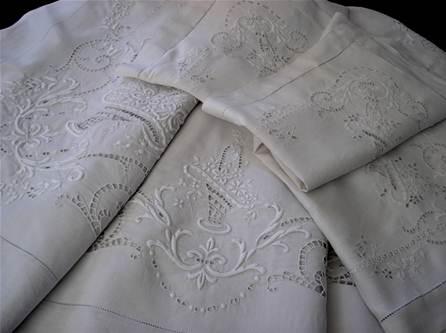 linge vetement ancien lin drap nappe taie brode monogramme damasse lingerie dentelle broderie. Black Bedroom Furniture Sets. Home Design Ideas